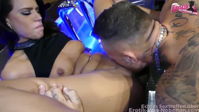 Pflegerin Mopse Dunkelhaarig Facialsex