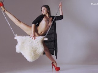 Kim nadara flexible hot teen...
