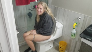sexy bitch sings twinkle twinkle while pissing on toilet                             – teen porn