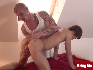 Twink tommy hunter blown at muscle daddys massage...