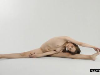 Abel rugolmaskina brunette naked gymnast...