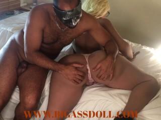 Blonde hottie recieve a butt massage...