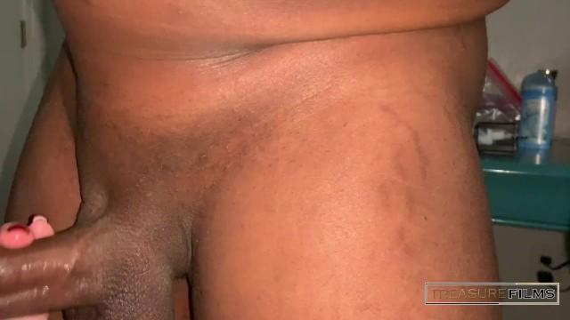 Thick slut gives sloppy deepthroat 15
