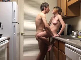 Sex in Küche mit Bruder schnell
