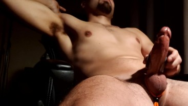 Muscle stud shoots a thick load