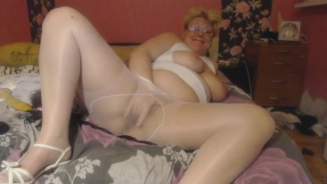 Lady in white pantyhos play and squirt