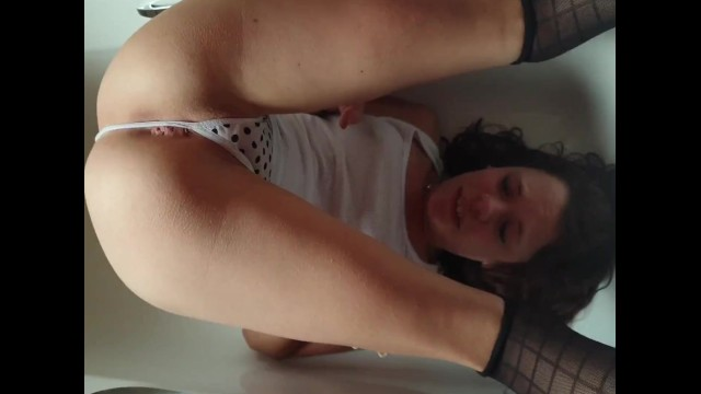Adult water sports vids A piss-whore doing water-sports
