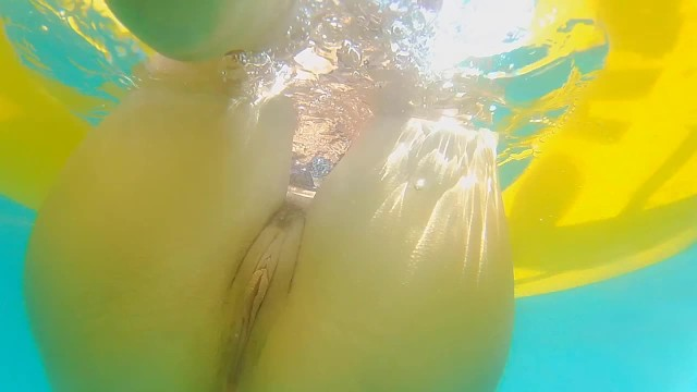 Naked pussy beach - Enjoy underwater no panties at public beach