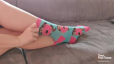 SEXY TEEN GIRL PUT ON LONG SOCKS ON HER FERPECT FEET - WANNA SMELL MY SOCK?