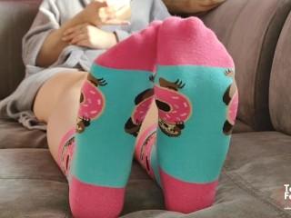 Teen shows hot socks fetish feet and long...