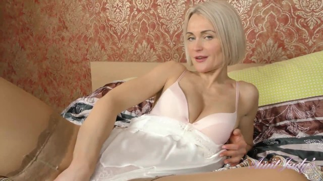 Aunt judys mature sample - 40yr old super-milf aunt natie masturbates in sexy stockings and lingerie