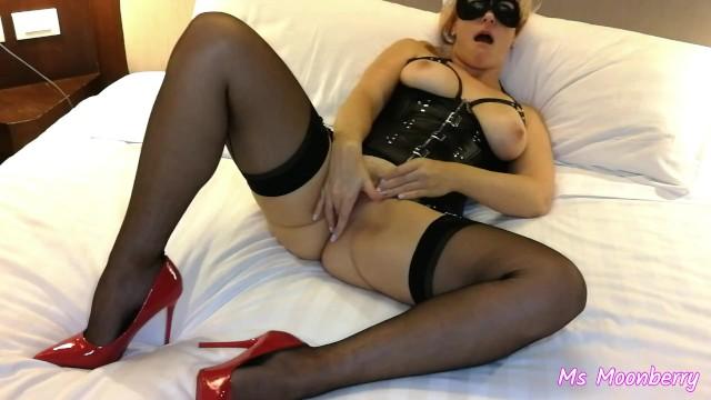 Masturbating in stockings porn