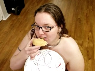 Facefuck and Cum Covered Apple Pie Makes This FetLife PAWG One Happy Girl