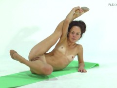 Anna Ocean Super Flexible And Hot Babe
