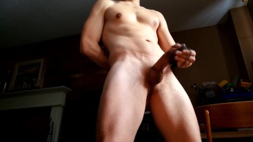 Muscle hunk shoots a thick load hands free cumshot