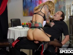 Lucky Waiter Gets To Fuck His Busty inked MILF Client - Spizoo