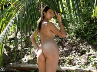 Nude princess fucking in open jungle