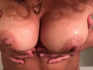 Persian girl loves to fuck...