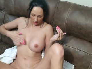 JESSI JAMI LOTIONS UP HER BODY, LEGS, & HUGE TITS FRESH OUT OF THE SHOWER