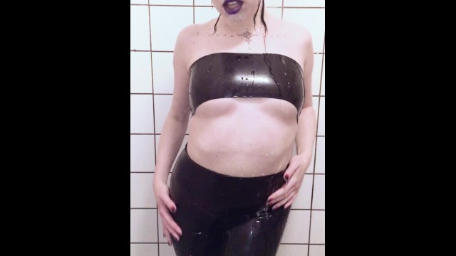 Sexy Shower in Latex - Milk Rebelle 4