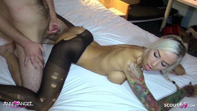 Singapore condom - German client condom off and cum on pussy by german hooker