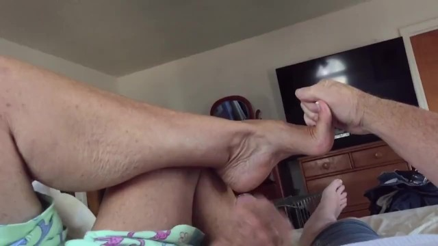 Girlfriend jack me off - Aunt annette loves to show off her arches and feet while jacking me off