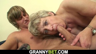 Old mature woman pleases well-hung young dude