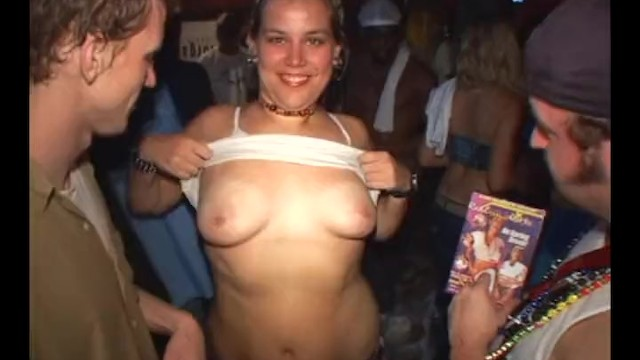 Spring break tits flash video - Spring break slut gets finger fucked at foam party