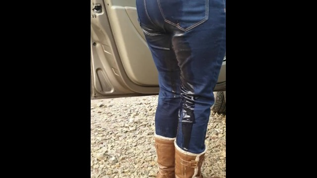 Celebrities ass jeans - Gf rewetting her jeans after walk. well they were already wet