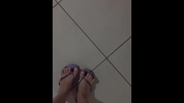 @tici_feet tici_feet ig tici feet walking wearing lilac havaianas 29