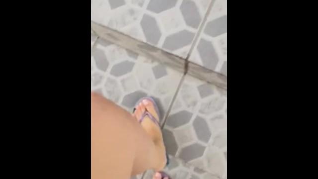 @tici_feet tici_feet ig tici feet walking wearing lilac havaianas 17