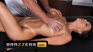 Brazzers – Big tit Abigail Mac gets full service massage