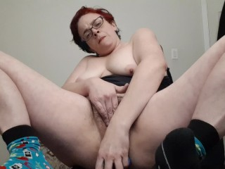shantastic rubbing her hairy pussy squirting 2x riding her dildo smoking