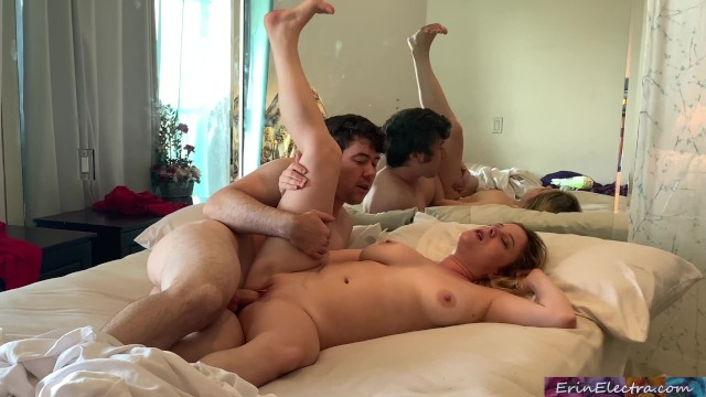 Mom Son Share Bed Creampie
