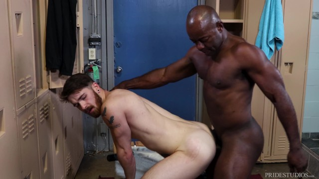 Gay sarasota gym - Extrabigdicks - aaron trainer likes what he sees in the locker room