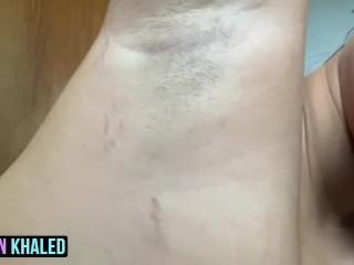 Jordyn Khaled shaves her armpit for you