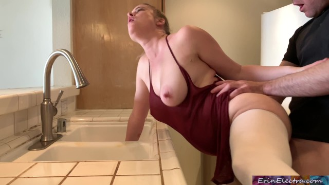 Erin sexy Stepmom stuck in the sink gets stepsons dick in her
