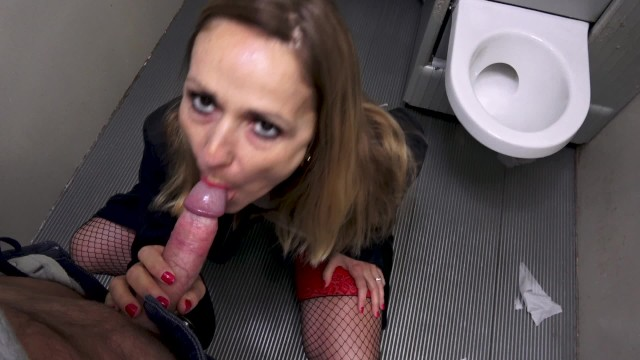 Condom gizmodo - Milf prostitute who gets fucked in public toilet without condom