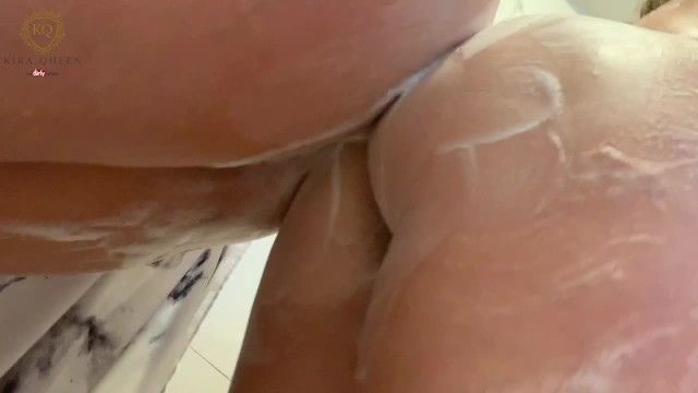 Candy Alexa and Kira Queen wash each others big boobs 9