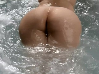 Round booty milf Kittywife outdoor tits and ass