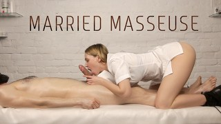 Married Masseuse Loves to Suck Her Customers' Dicks - He Came Twice!