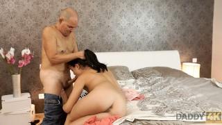 DADDY4K Sorprendente Dolly Diore mostra lingerie sexy al vecchio