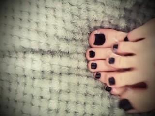 Kfootsiebabe's shy sexy feet with lotion!