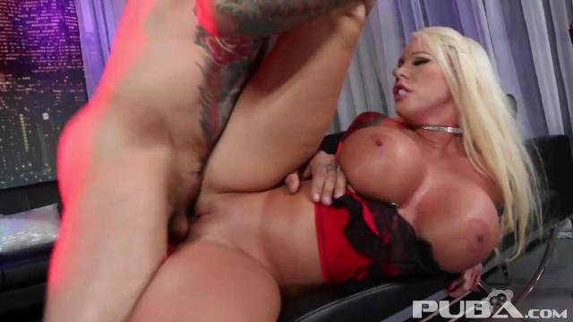 Big tit gets a good pounding at the night club 18