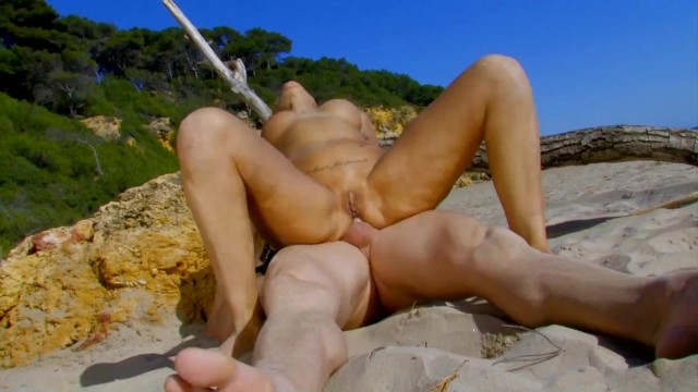 Hot Blonde Teen With Huge Tit Fucked Hard Anal in Public Beach 3