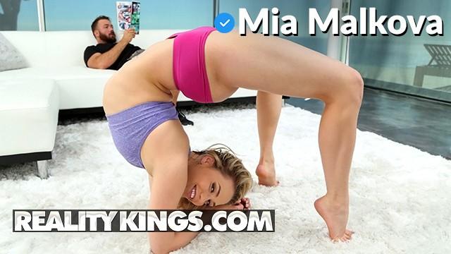 Flexible sluts - Realitykings - pawg mia malkova shows off her flexibility and deepthroats
