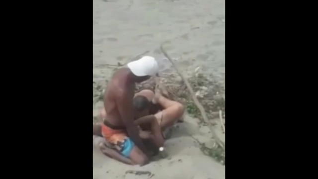 Escort g teborg pris - Caught on the beach making a threesome