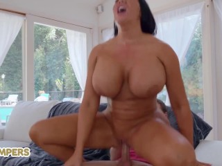 Lil Humpers – Huge tit milf Sybil Stallone fucks lil dude with big cock