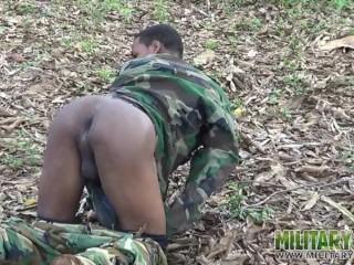 Commando flashes alfresco...
