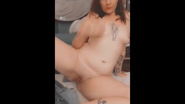 Evelyn finger bangs herself and rubs her clit for snapchat
